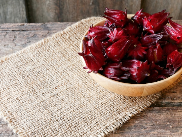 Roselle хорошие свойства снижают артериальное давление, питают сердце