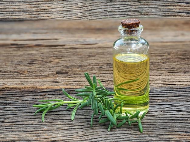 Листья розмарина используются для изготовления масла холодного отжима.