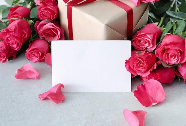 세인트 발렌타인 데이 장미와 선물 상자