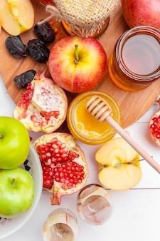 リンゴと蜂蜜、ユダヤ人の新年の伝統的な食べ物 -  rosh hashana。