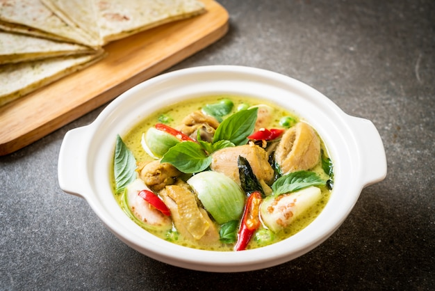 Roti and green curry with chicken