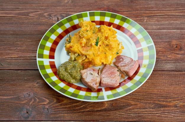 Rotmos medフラスコ-マッシュポテト、カブ、ローストハムスウェーデン料理