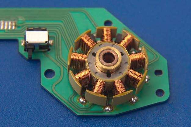작은 전기 모터 근접 촬영의 회 전자