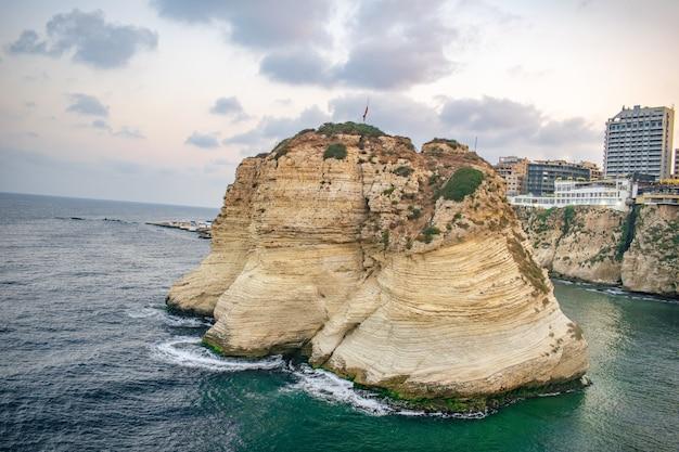 레바논 수도 베이루트 비둘기 바위의 루시 상징