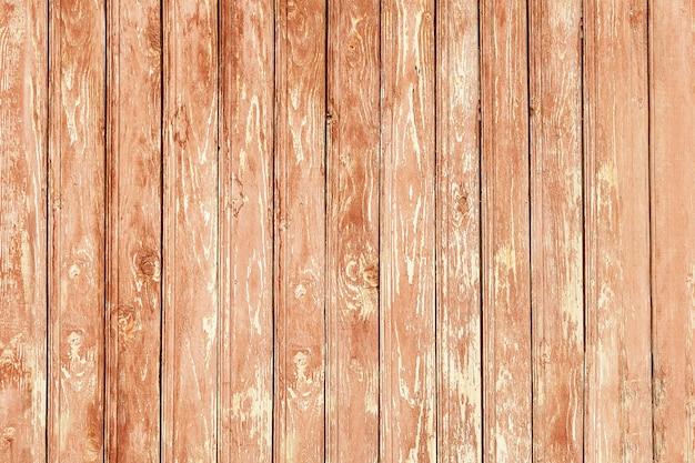 荒い木の自然な風合い。グランジヴィンテージ木製板張り垂直背景。素朴な納屋茶色の屋外の壁。テクスチャード加工の木材デッキ。レトロな床の上面図、上または頭上からの眺め