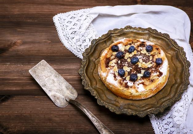 Round apple pie