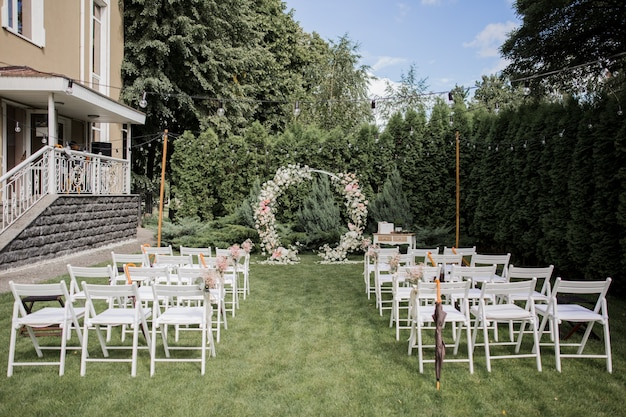 Round arch for a wedding ceremony of flowers