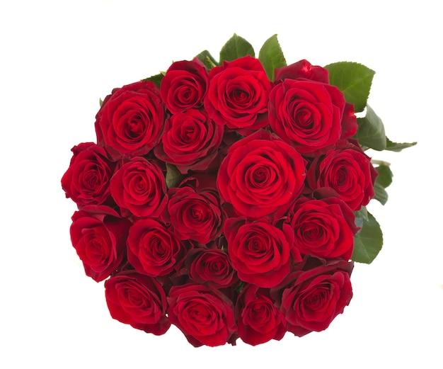고립 된 어두운 붉은 장미의 둥근 꽃다발