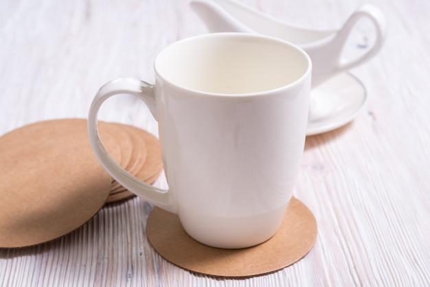 Белый горшечный чай из кофейной чашки на гусеничном картоне round coasters, подставка для чашки, коврик, подставка