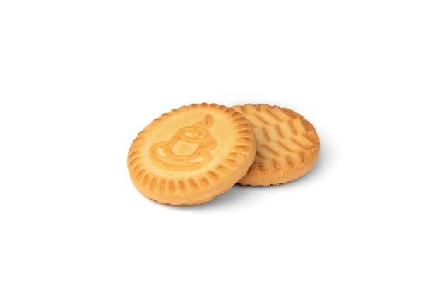 Круглое печенье для чая на белом фоне.
