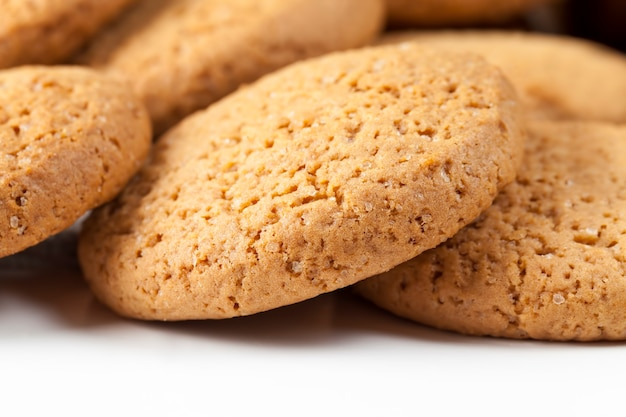 小麦粉とオーツ麦粉で作った丸いクッキー