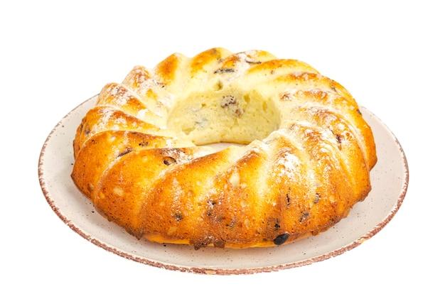 フルーツ、レーズン、ドライクランベリーを添えた丸い美味しいビスケットケーキ