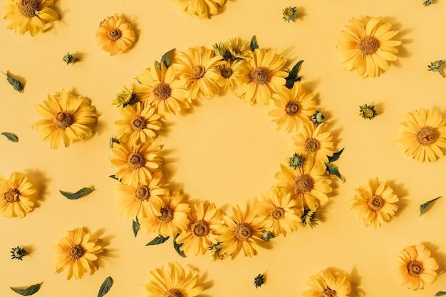 노란색에 노란색 데이지 꽃의 라운드 프레임 테두리