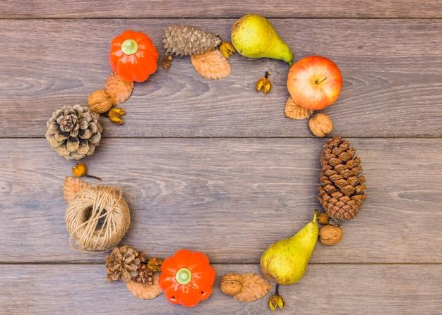 果物と野菜のラウンドフレーム