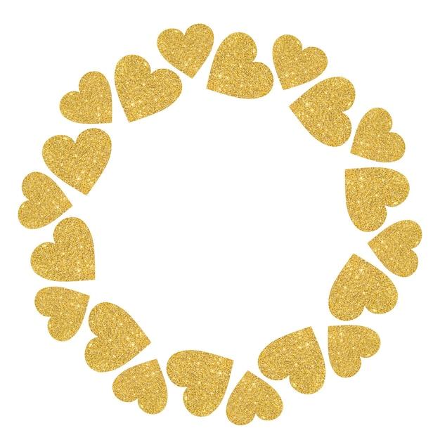 Круглая рамка из золотых блестящих сердец на белом фоне.