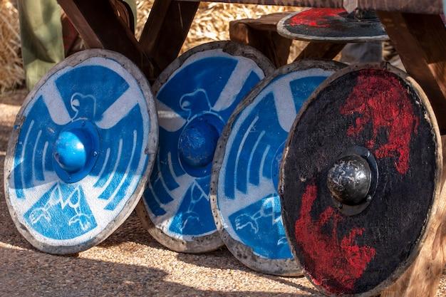 Круглые средневековые щиты