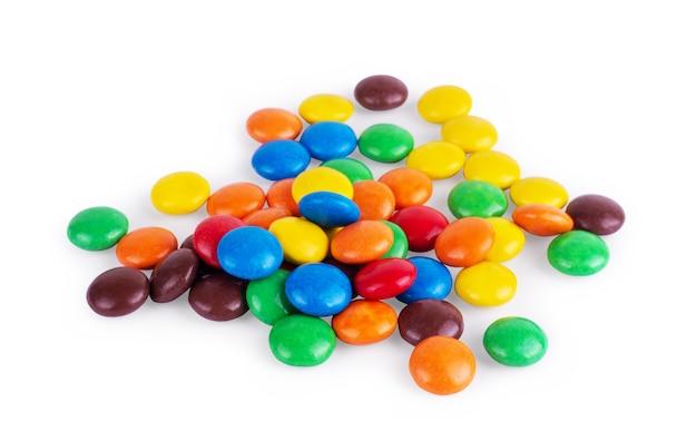 흰색 바탕에 둥근 여러 가지 빛깔의 과자