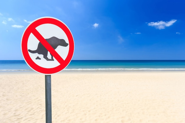 Round no dog pooping sign on the beach