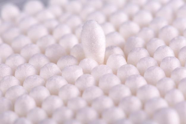 綿棒の丸いパック