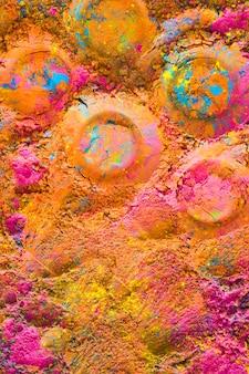 Round prints on colourful powder