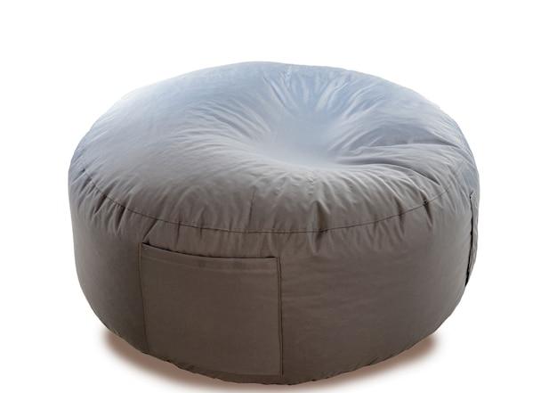 白で隔離される丸い形の灰色のビーンバッグ Premium写真