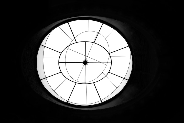 Round shaped geometric window