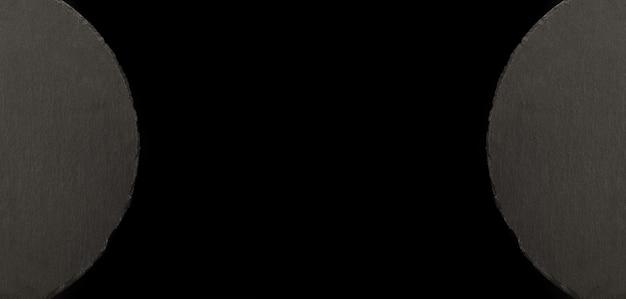 Круглая шиферная пластина поверх черного, панорамное изображение