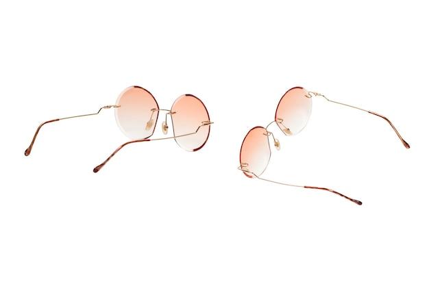 라운드 여름 여성 선글라스 흰색 배경에 고립.