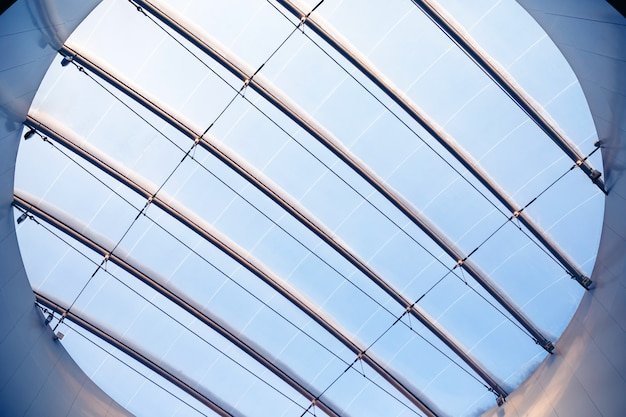 창고 쇼핑 또는 사무실 센터의 강철 빔으로 강화 된 둥근 창