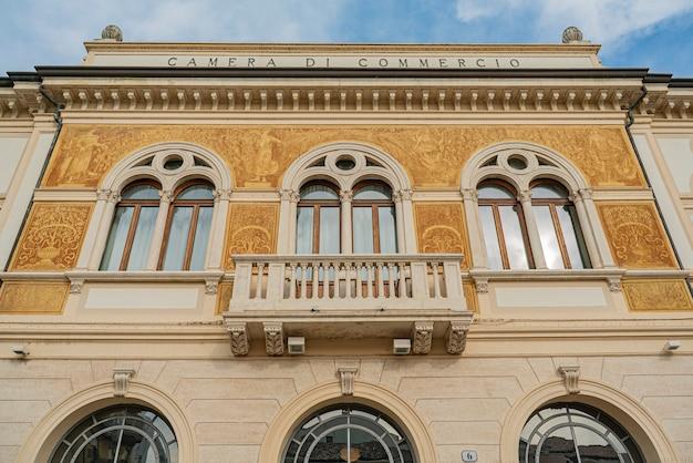 Rovigo, italy 2021년 10월 14일: 이탈리아 로비고에 있는 상공회의소 건물