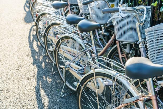 バイク駐車場の行