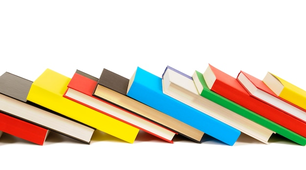 Ряд красочных книг