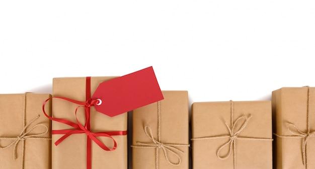 Ряд подарков или пакетов