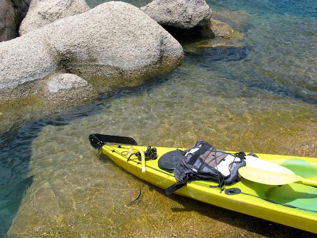アフリカのマラウイで捕獲されたマラウイ湖のほとりのモンキーベイの手漕ぎボート