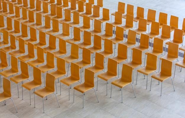 椅子の列-会議の背景。