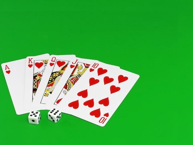 Королевская плоть - игральные карты на зеленом сукне (фон).