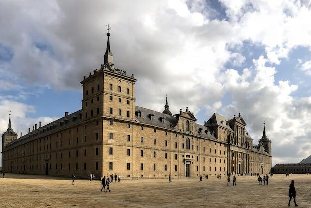 Королевский монастырь сан-лоренцо-де-эль-эскориал