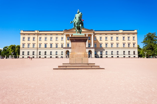 Королевский дворец - официальная резиденция нынешнего норвежского монарха в осло.