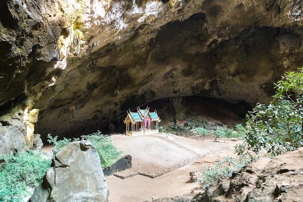 タイ、プラヤナコーン洞窟のロイヤルパビリオン