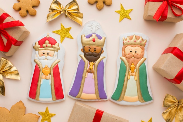 Royalty biscuit edible figurines with stars and gifts