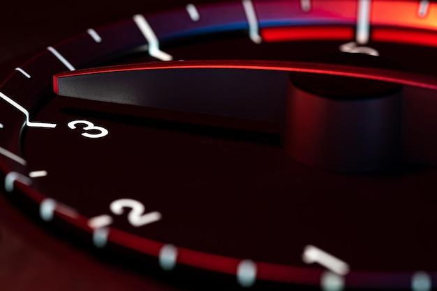 힘과 속도의 rpm 자동차 주행 거리계 세부 기호