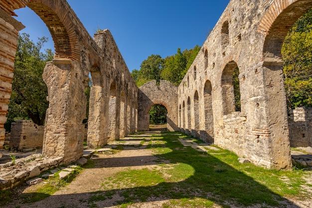Руины раннехристианской базилики в бутринте