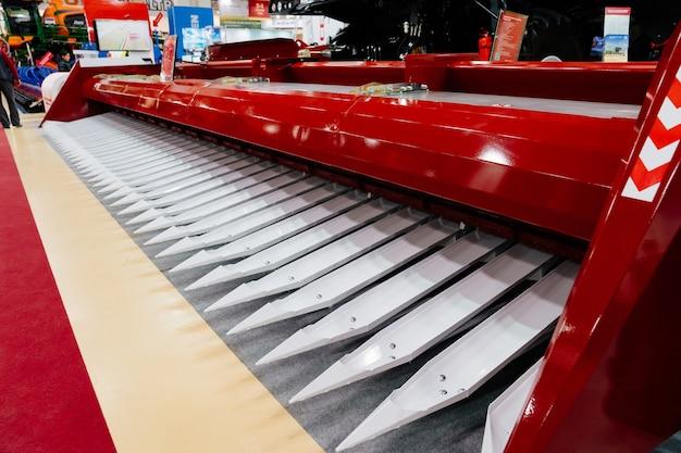 Rsm 2650.刈り取った塊を刈り取り、トウモロコシやその他の粗いガラス作物の給餌装置に移すための収穫機。ロシア南部の農産業フォーラムrostov-on-don25.02.2021