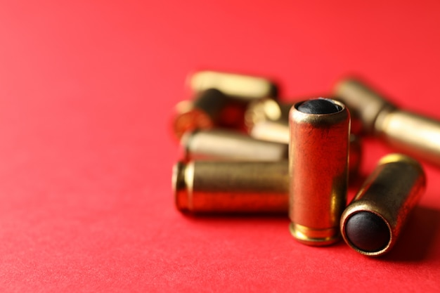 빨간색 고무 총알을 닫습니다.