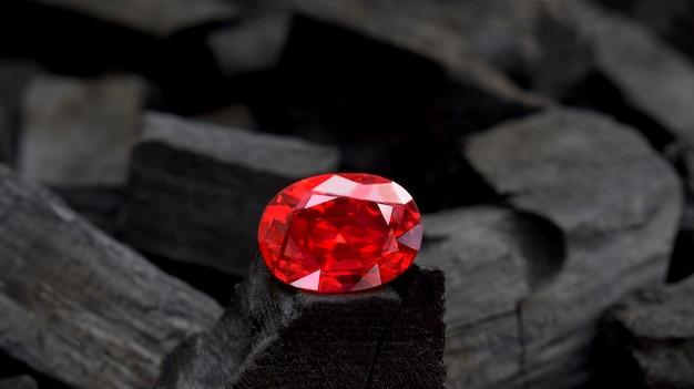 Рубин - красный камень для изготовления дорогих украшений