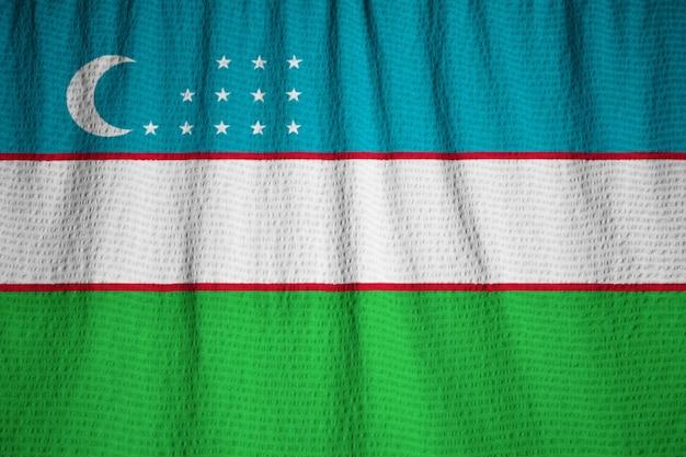 Макрофотография флагов ruffled uzbekistan, флаг узбекистана, дующий в ветру