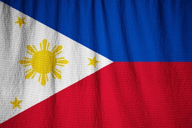 Макрофотография ruffled филиппинский флаг, филиппины флаг, дующий в ветре