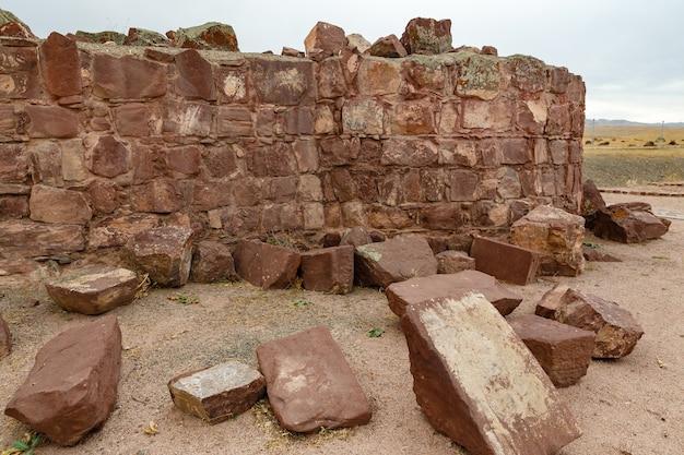 廃墟の古代の壁、アクルタス宮殿の複合体、アクルタスの宮殿の要塞