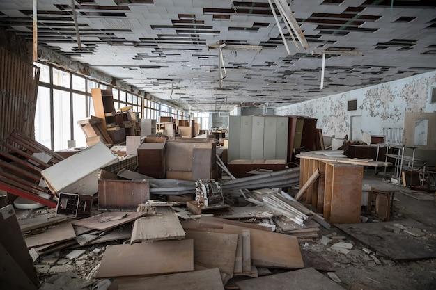 Руины заброшенного города припять в чернобыльской зоне отчуждения