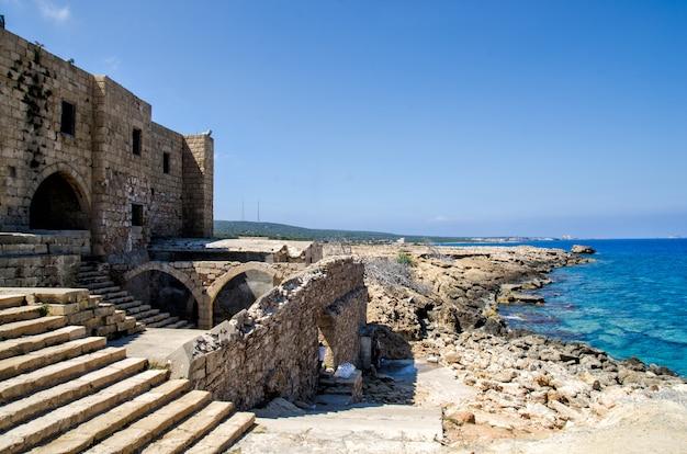 キプロスの城の遺跡